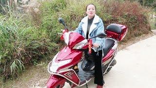 婶婶买了一辆踏板摩托车,裸车花了12000,大家觉得划算吗? Video