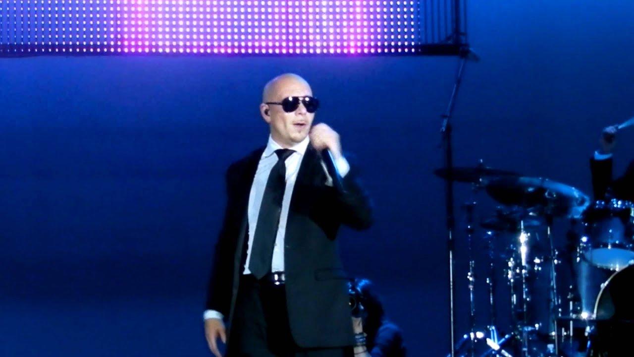 """Pitbull cantando""""Give me everything"""" en los Premios BMI ... Cantando"""