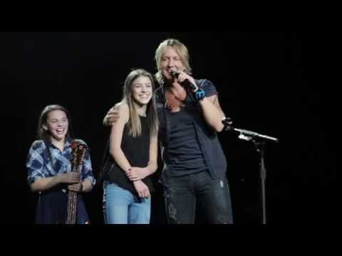 Keith Urban Gives Young Fan the Spotlight in Edmonton, AB