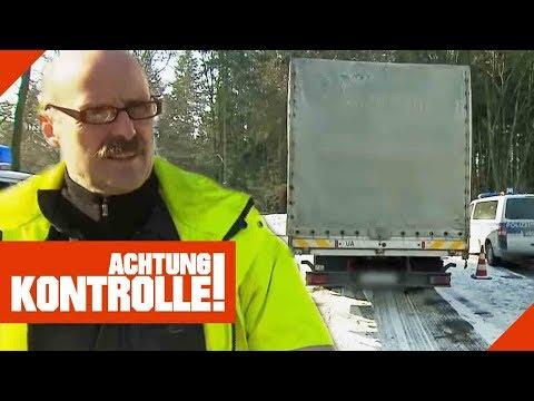 Polizei stoppt schiefen LKW! Fehlbeladung oder kaputte Federn?   Achtung Kontrolle   Kabel Eins
