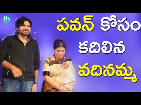 Thumbnail: Chiranjeevi's Wife Surekha Inviting Pawan Kalyan For Khaidi No 150 Pre Release Event | Tollywood