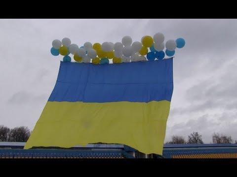 """""""Україна єдина!"""" - у небо над Луганщиною підняли Державний Прапор"""