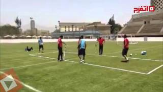 سيد عبد الحفيظ يتفوق على رمضان صبحي في «تنس القدم» (فيديو)