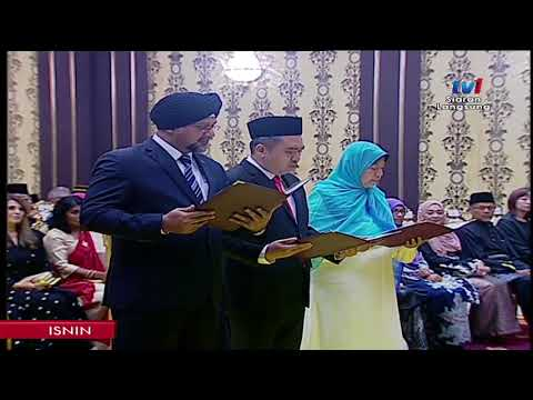 Wan Azizah Sworn In As First Woman DPM