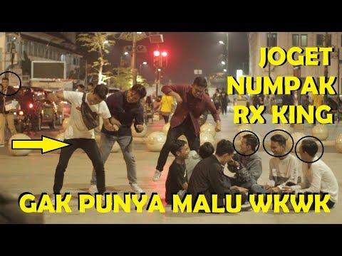 JOGET NUMPAK RX KING DI TEMPAT UMUM! Ft WILLY ISNAN & MJAVAS - Prank Indonesia