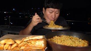 옥탑방 먹방! 야경 보며 열라면~(Hot spicy instant noodles) 요리&먹방!! - Mukbang eating show