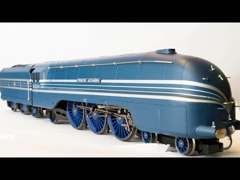 Unboxing the Hornby Coronation Scot Train Pack