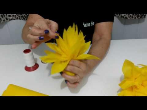Aula 69 - Como fazer flores de TNT para várias decorações!!!