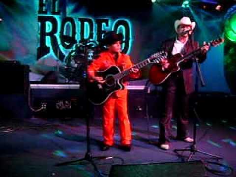 El Aguilillo De La Sierra En El Rodeo Night Club De Pico