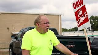 uaw-member-shows-flint-gm-plant-strike-bike
