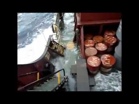 ruf sea....BAD WEATHER.....25 MTR WAVE......ON CARGO SHIP (rough sea)