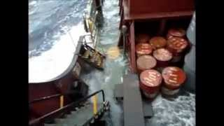 ruf sea....BAD WEATHER.....25 MTR WAVE......ON CARGO SHIP (rough sea)