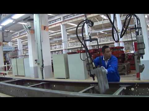Hydraulic riveting machine for vehicle chassis assembly