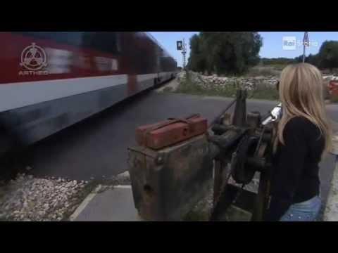 La bionda casellante (ferroviaria).