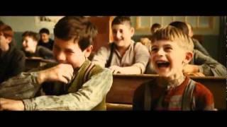 La guerra de los Botones (Trailer en Español HD)