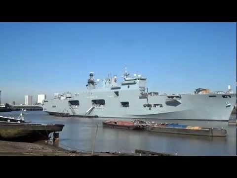 THE AMAZING ROYAL NAVY HMS OCEAN L12 LANDING PLATFORM HELICOPTER THAMES GREENWICH LONDON ENGLAND UK
