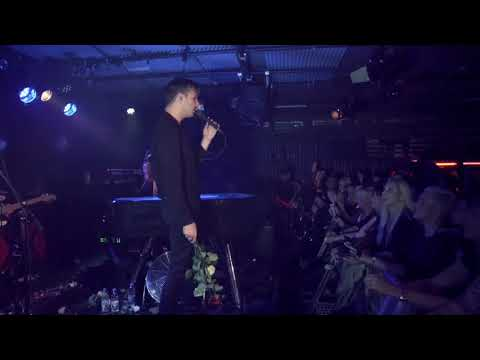 Hurts - Wonderful Life (Live from Musik & Frieden Club)