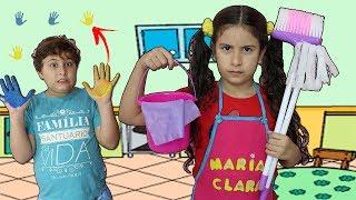 Maria brinca de limpar a casa e o JP bagunça! Kids Pretend Play with Cleaning Toys!