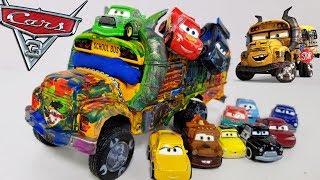 Gambar cover Disney Cars 3 Toys Lightning Mcqueen & Cruz Ramirez leave Miss Fritter Babysitting Mini Racers