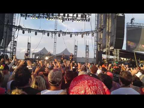 The Offspring crowd surfing Ft Rock Fest 2107