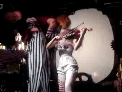 You are Emilie autumn live