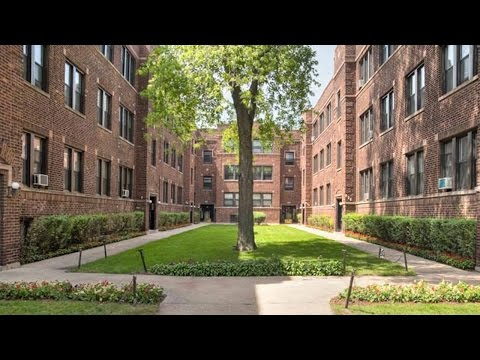 Tour a Lakeview East 1-bedroom in a steps-to-everything location