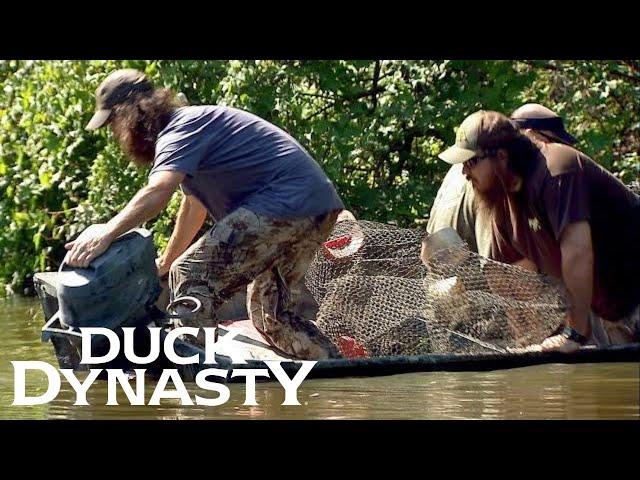 Duck Dynasty\: Jase SINKS A Boat (S2 Flashback) | Duck Dynasty