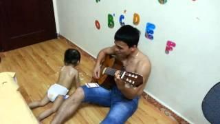 Cha và con Guitar Ali _ By Tung Chuoj
