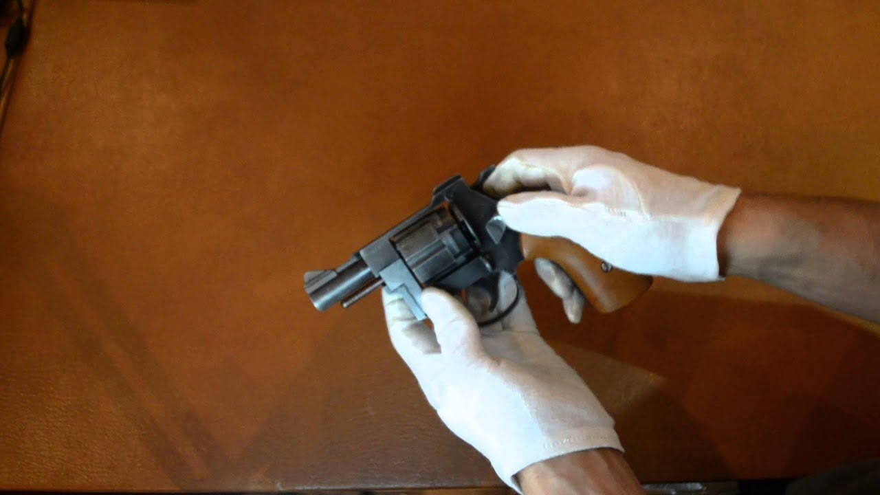 Сигнальный пистолет Chiappa Bond Model 007 (Walther PPK) - YouTube