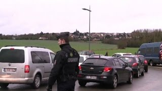 In Francia è caccia ai complici dei terroristi