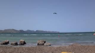 Ron cruzando con la Peak 9 kitesurfing lessons Mallorca water action