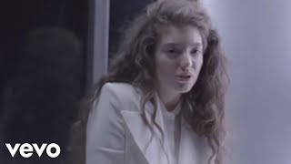 Смотреть клип Lorde - Yellow Flicker Beat