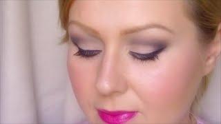 Nőies matt smink élénk rózsaszín ajkakkal Thumbnail