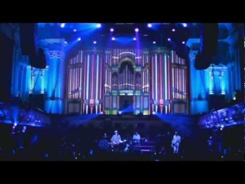 Crowded House - Don't Dream It's Over (live in Auckland, 2010)
