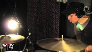 """Fanfarlo - """"Feathers"""" (Live at WFUV)"""