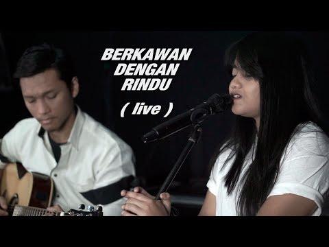 Download Hanin Dhiya feat. Gading - Berkawan Dengan Rindu Live Mp4 baru