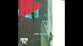 Du haut de 25 étages, ces funambules ont traversé Times Square sur un câble de 19 mm de diamètre