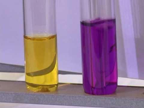 Гидролиз ацетата натрия. Уксусная кислота – слабый электролит. Ацетат натрия – соль образованная сильным основанием и слабой кислотой. При растворении этой соли в воде создается щелочная среда. Особенностью кристаллогидрата ацетата натрия является то, что он при нагревании легко.