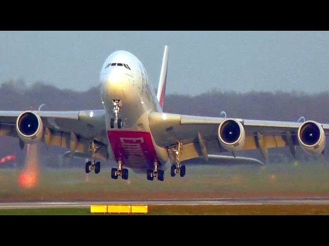 Extreme A380 crosswind take-off - Emirates A6-EEY at Düsseldorf