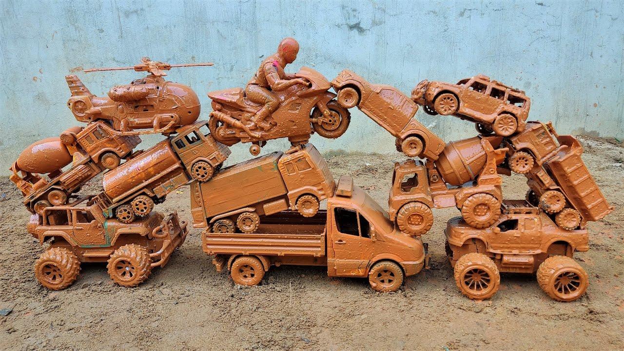 Mencari dan Membersihkan Mobil Truk, Helikopter, Mobil Polisi, Truk Tangki dan Motor