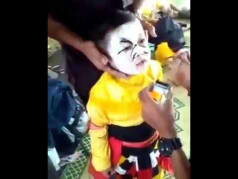 Budak ni kata 'Aduh, aku jadi pocong... Allahuakbar, Aku jadi setan, mati aku' 😂