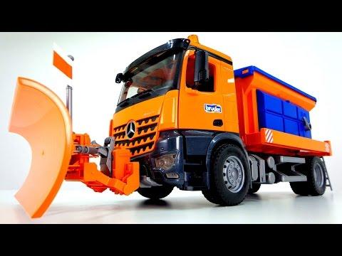 Большая машина Bruder убирает снег - Машинки для детей