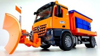 Toys. Видео для детей. Большая машина Bruder убирает снег и сыпет песок(, 2015-05-27T05:31:42.000Z)