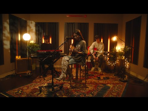 NIKI Acoustic Sessions (Live) | Head In The Clouds II