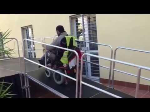 Escenarios con rampa para discapacitados youtube for Rampa de discapacitados