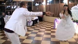 прикольный свадебный танец  много в одном))