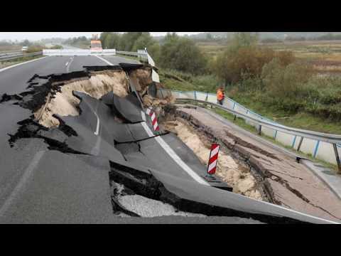 Bundesautobahn rutscht weg: Auf der A20 klafft ein riesiges Loch