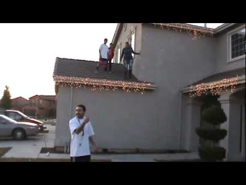 Lady Falls Off Roof Youtube