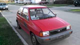 1993 червоний Ford Festiva 1.3 літра, 4 циліндри, 5-ступінчаста механічна
