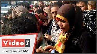 بالفيديو..وقفة لراغبى حجز شقق حديثى الزواج بمدينة بدر أمام دار القضاء العالى
